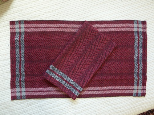 undulating twill towels, black warp and red weft